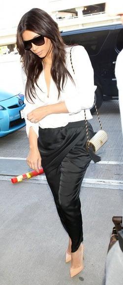 623e20b79af3 Kim Kardashian Vintage YSL Gold Tassel Clutch – CelebrityFashionista.com