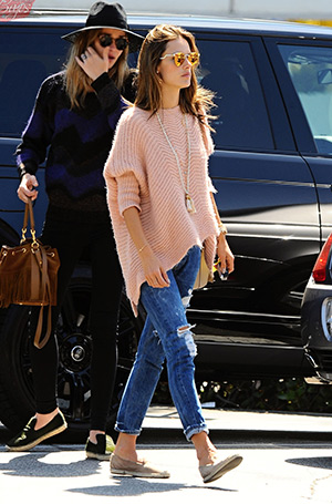 9bcf2297bc Alessandra Ambrosio shopping at the Brentwood Country Mart (April 6