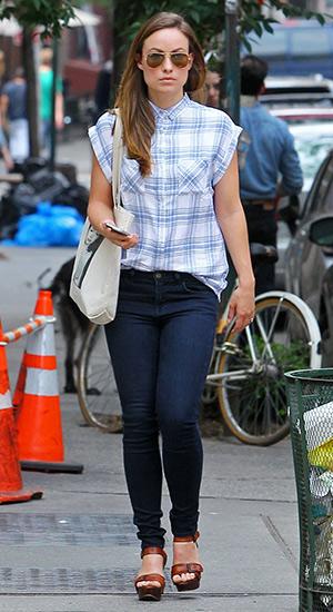 048b777cafad Olivia Wilde going to lunch in a Rails Britt Cap-Sleeve Woven Plaid Shirt at