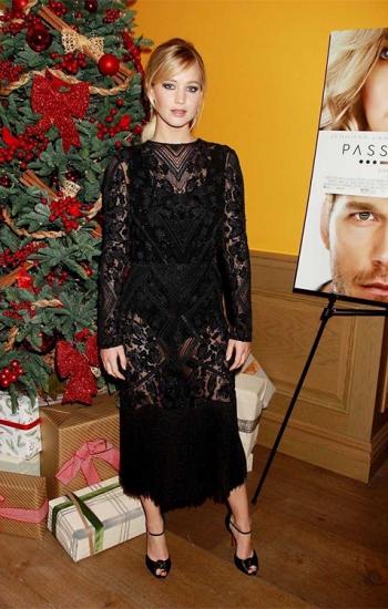 Jennifer Lawrence in Christian Louboutin Marchavekel Knot Sandals at 'Passengers' New York Screening — December 5, 2016