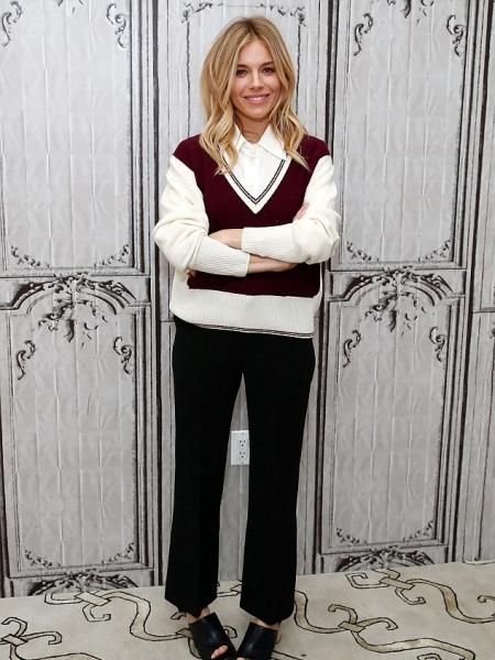 Sienna Miller, Chloé Colourblock Pocket Cashmere Sweater (AOL HQ December 13, 2016)
