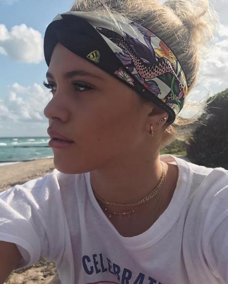 Sofia Richie, Adornmonde Palmer Choker Necklace in Rose Gold (Instagram December 27, 2016)