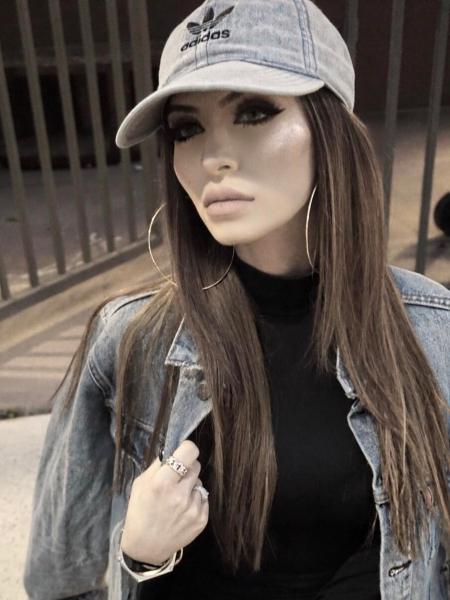 Faryal Makhdoom, Adidas Relaxed Denim Baseball Hat and Levis Denim Jacket (Instagram March 31, 2017)
