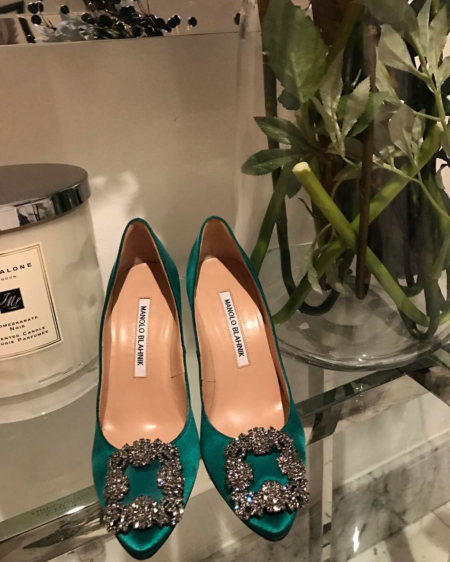 Following a shopping trip at the Dubai mall Faryal Makhdoom posted this shot to her Instagram (May 15) of a newly-purchased pair of emerald green Manolo Blahnik Hangisi satin pump with a classic fume grey crystal embellished ornament.